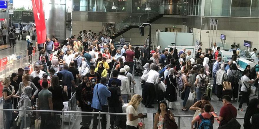 Türkiye'nin 'Yükünü' İstanbul Havalimanları Çekiyor