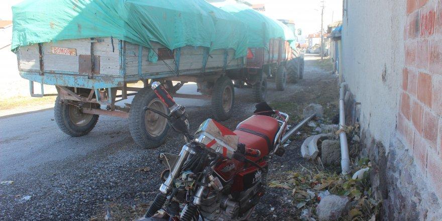 Motosikletle Traktör Çarpıştı: 1 Yaralı
