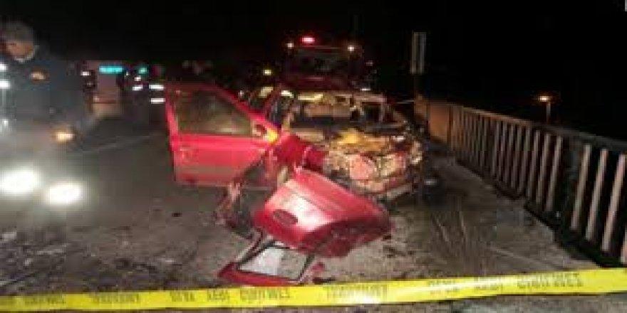 Afyonkarahisar'da Otomobil İle Minibüs Çarpıştı: 1 Ölü, 8 Yaralı