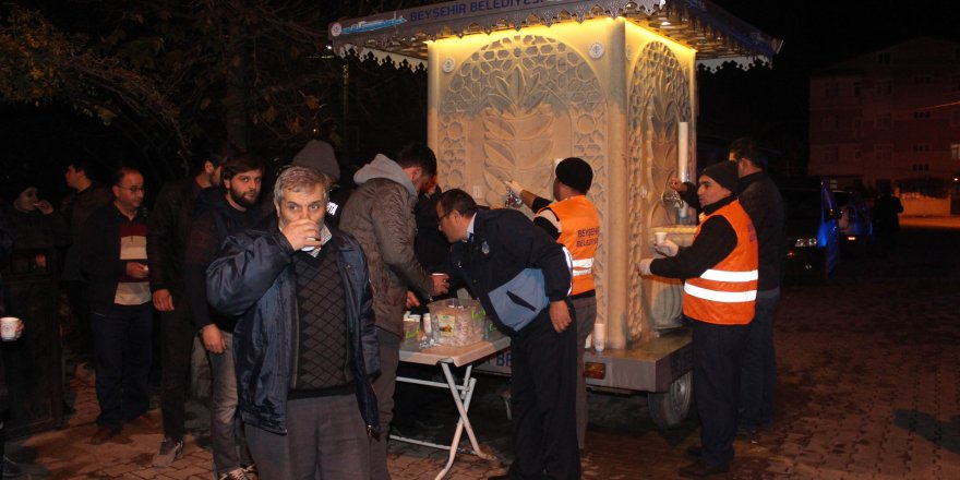 Beyşehir Belediyesi kandil gecesi sıcak süt ikram etti