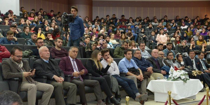 """Selçuk'ta """"Umuda Giden Yolculuk"""" konferansı"""