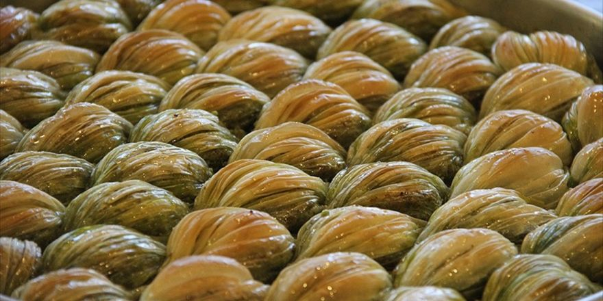 Gastronomi Kentinin Yeni Lezzeti 'Midye' Baklava