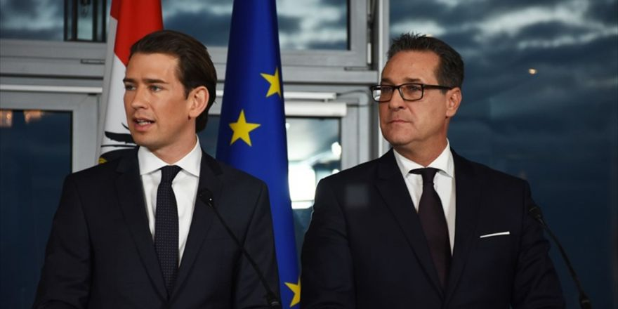 Avusturya'da Aşırı Sağcı Parti Hükümete Girdi