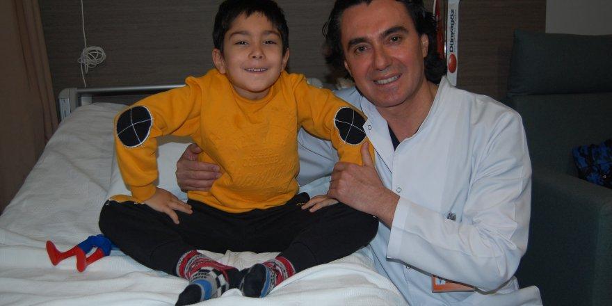 Görme kaybı yaşayan 5 yaşındaki çocuk sağlığına kavuştu