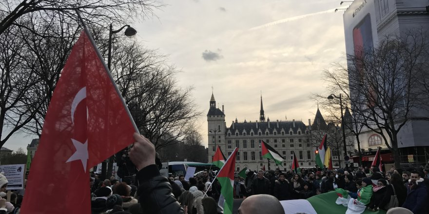 Fransa'da ABD'ye protesto