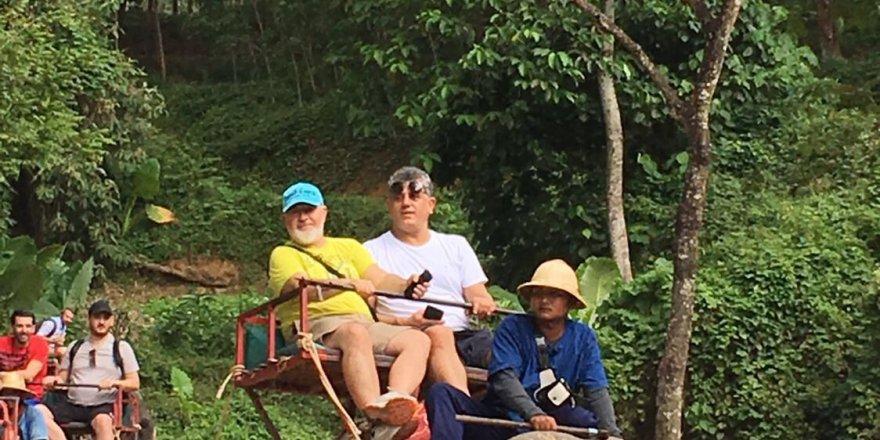 Konyalı işadamları fil safarisinde