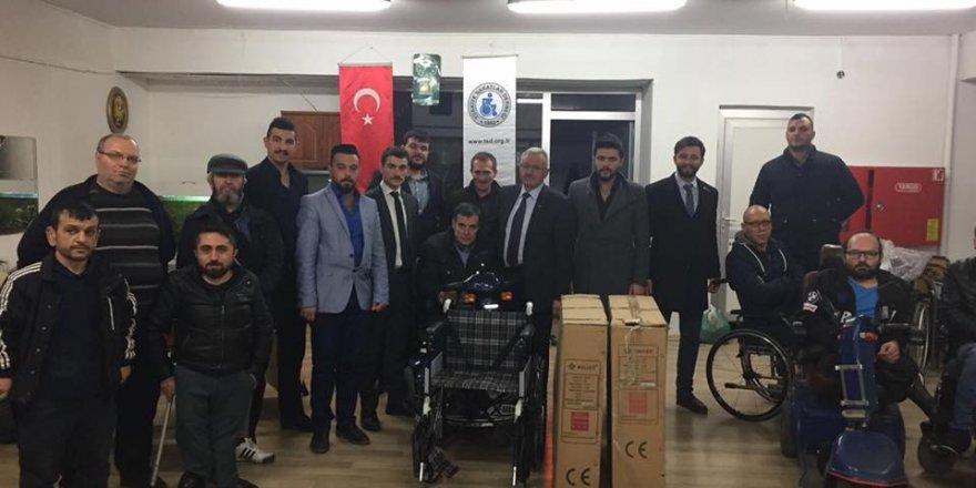 Tüfek yerine tekerlekli sandalye