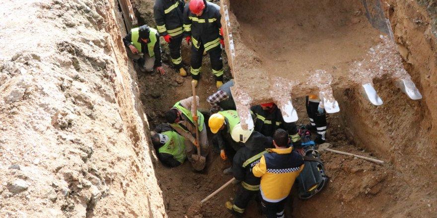 Göçükte kalan işçi itfaiye ekiplerince kurtarıldı