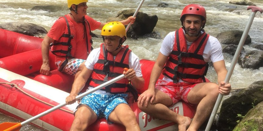 Yabancı sularda rafting şov