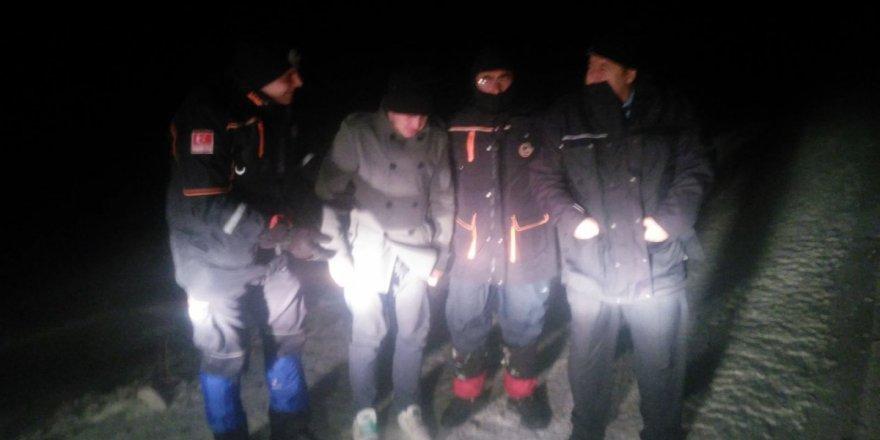 AFAD karda mahsur kalan bekçiyi kurtardı