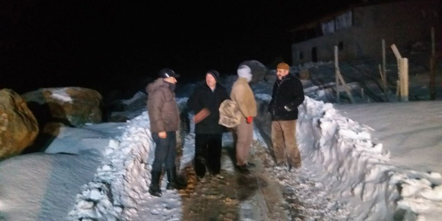 Yaylada mahsur kalan 3 kişi kurtarıldı