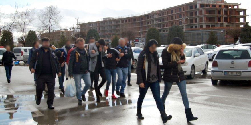 Konya'da kredi kartı şebekesi çökertildi