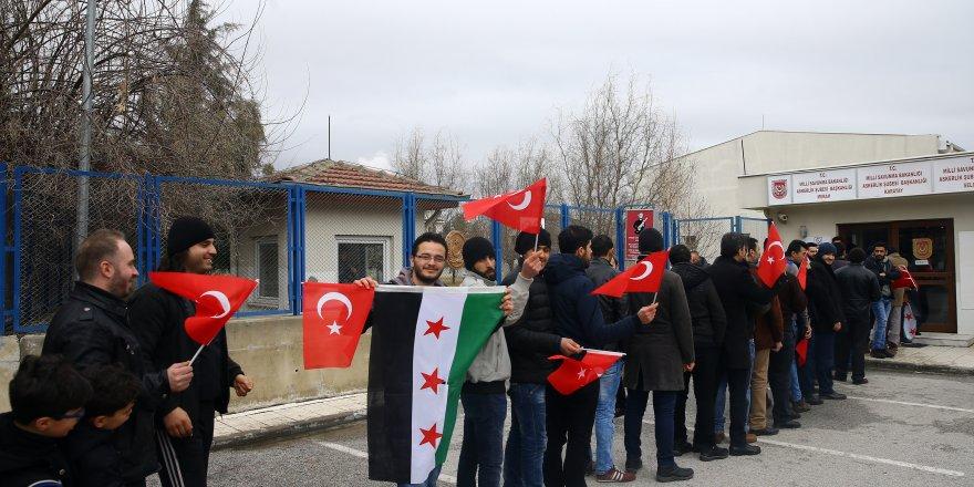 """Konya'daki Suriyelilerden """"askerlik"""" başvurusu"""