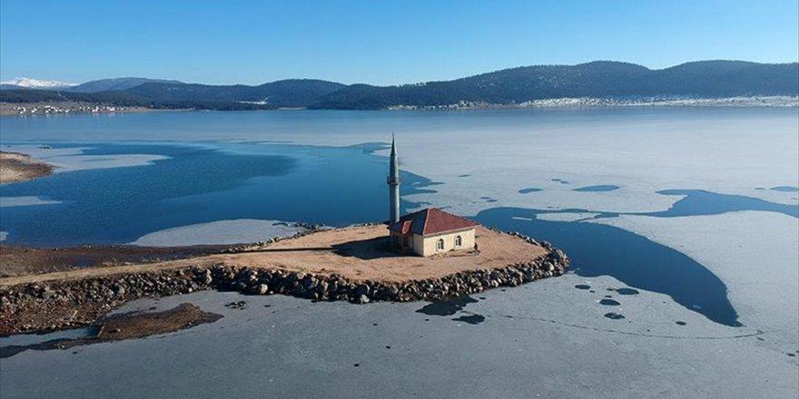 Gölün Ortasındaki Cami İbadete Açıldı