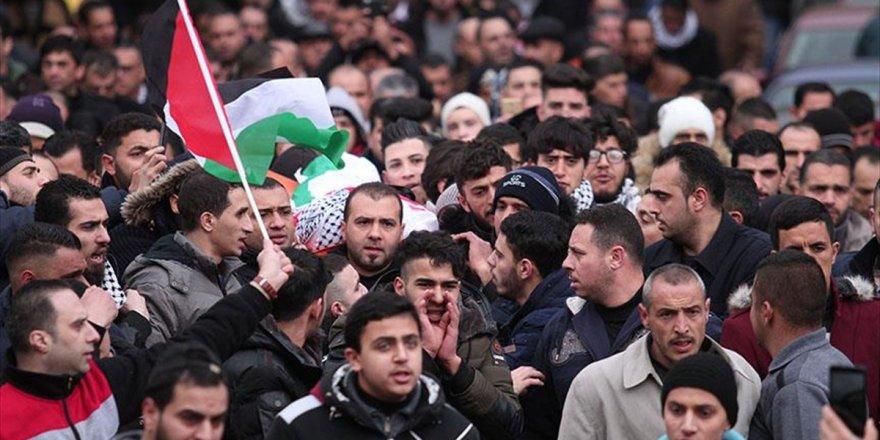 İsrail Hapishanesinde Hayatını Kaybeden Filistinli Defnedildi