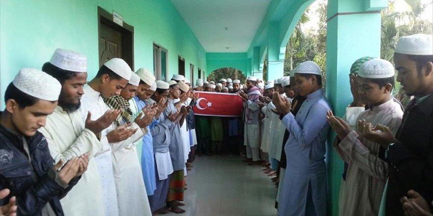 Arakanlı Yetimler Mehmetçik İçin Dua Etti