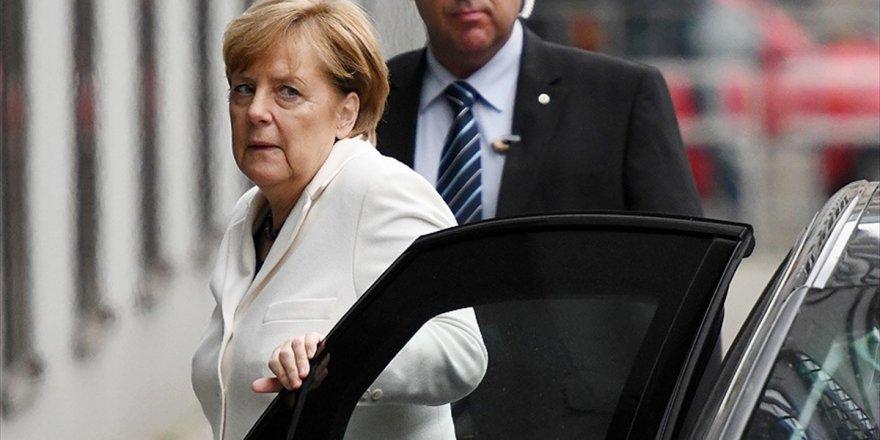 Merkel Partisi İçinde Tartışılıyor
