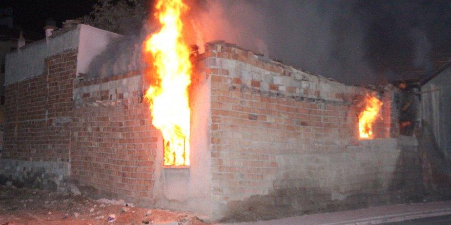 Kullanılmayan ev iki hafta içerisinde ikinci kez yandı