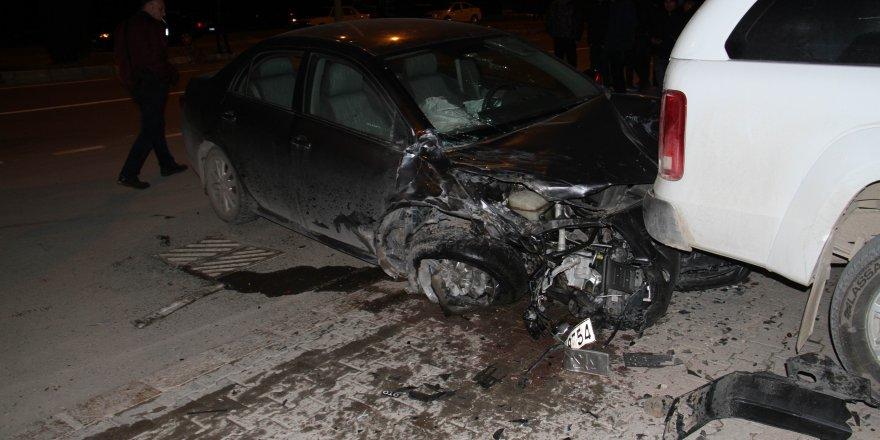 Konya'da cip ile otomobil çarpıştı