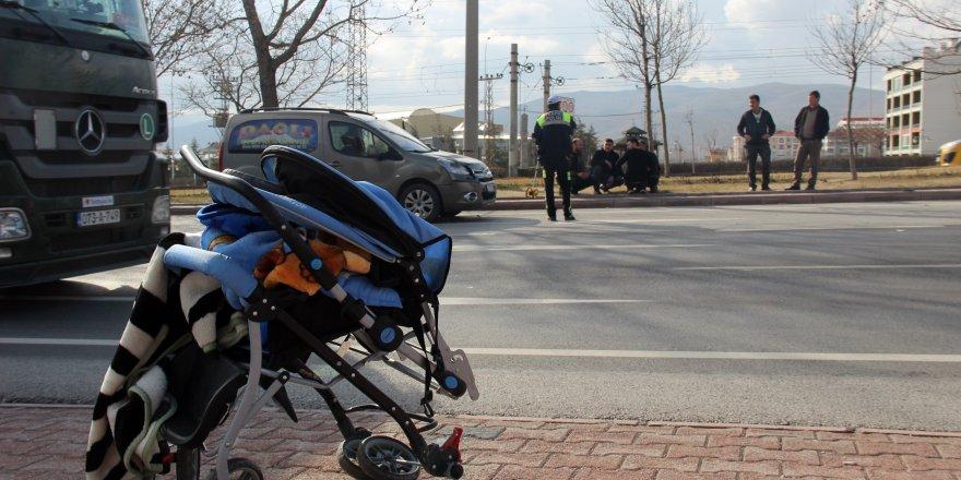 Anne ve 2 yaşındaki çocuğu kazada ağır yaralandı