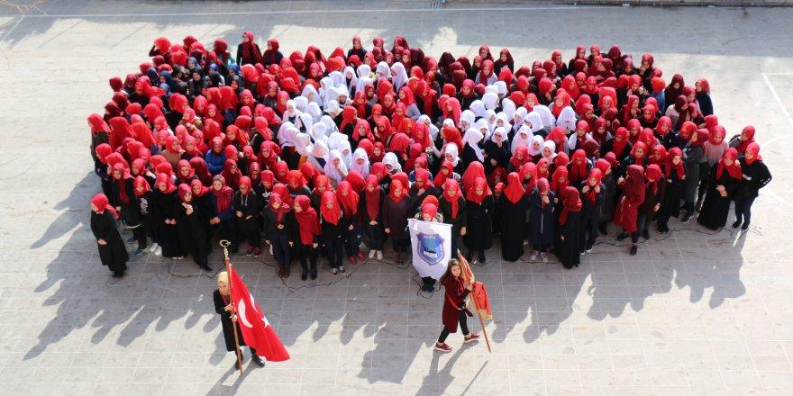 Liseliler, Mehmetçik için bayraklı Türkiye haritası oluşturdu