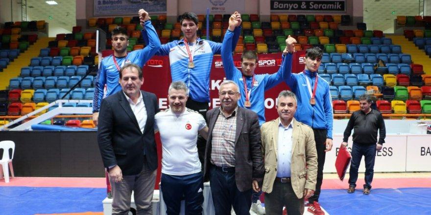Güreş Şampiyonası Konya'da devam ediyor