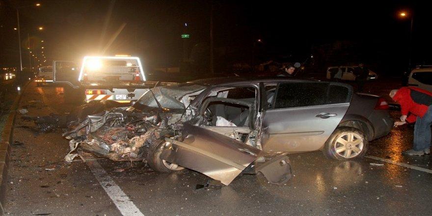 Muğla'da Hafif Ticari Araçla Otomobil Çarpıştı: 4 Yaralı