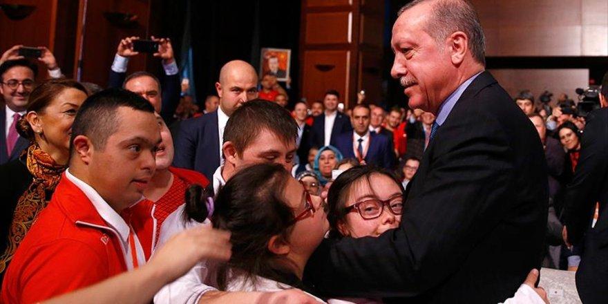 Erdoğan Ve Bak'a 'Özel' Davet