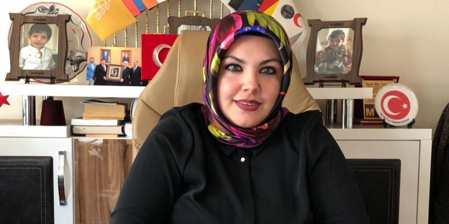 Türk kadını örnek ve yol göstericidir