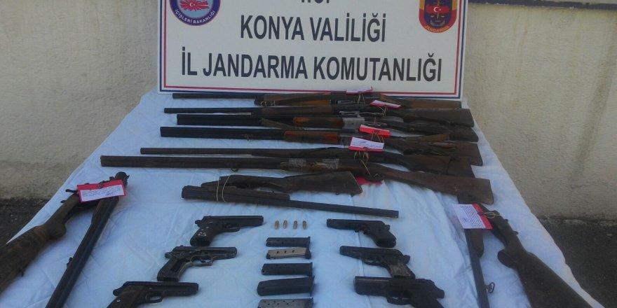 Jandarma ev aramasında 9 tüfek, 6 tabanca buldu