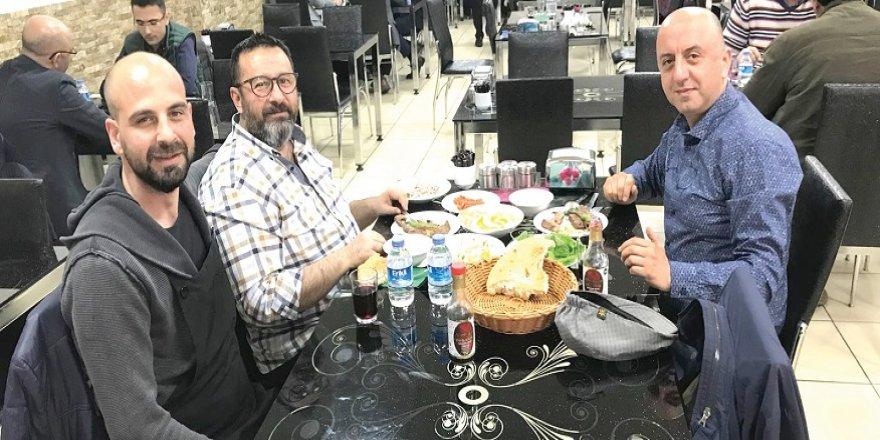 ZİYA TOPATAN VE  ERSİN BAL KÖFTECİ  İBRAHİM USTA'DA