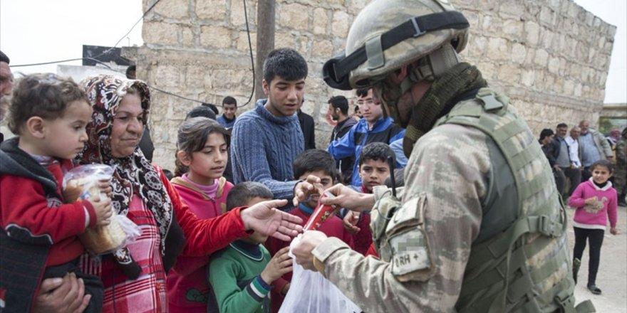 Mehmetçik Afrin'de Sevgi Gösterileriyle Karşılandı
