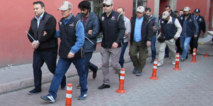Nisanın İlk Yarısında 1034 Fetö Zanlısı Yakalandı