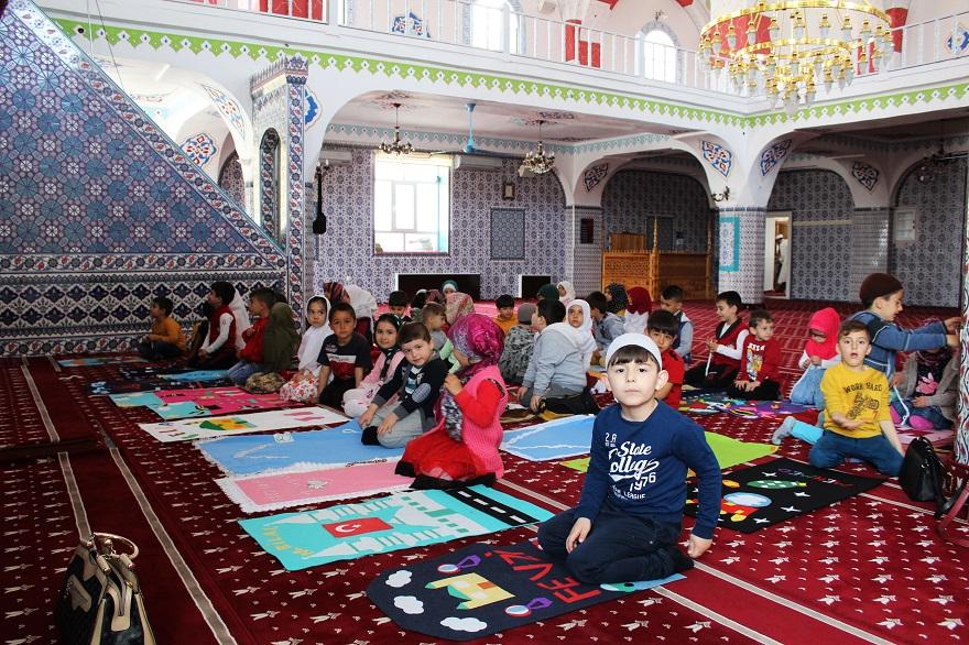 Minik Öğrenciler Camiyi Ziyaret Etti