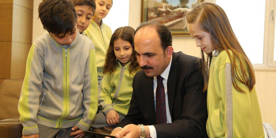 Altay: Çocuklarımıza güzel bir gelecek bırakmak için çalışıyoruz