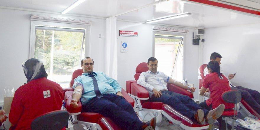 MEDAŞ personelinden kan bağışına destek