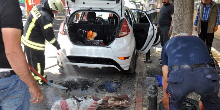 Bagaja bırakılan mangal kömürü, otomobili yakıyordu