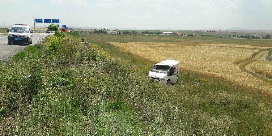 Kulu'da kamyonet şarampole yuvarlandı: 2 yaralı
