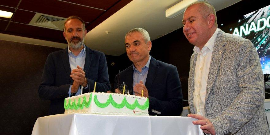 96. yıl, pastayla kutlandı