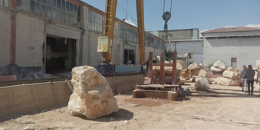 2 tonluk mermer bloğun altında kalan işçi öldü