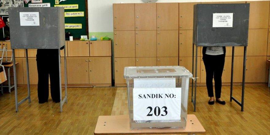 Kktc'de Halk Yerel Seçimler İçin Sandık Başında