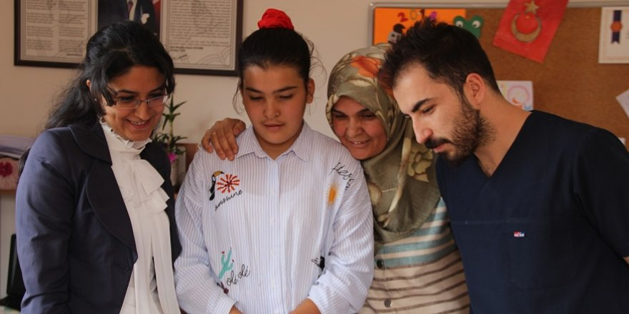 Serebral Palsi hastası Merve annesinin azmiyle konuşmaya başladı