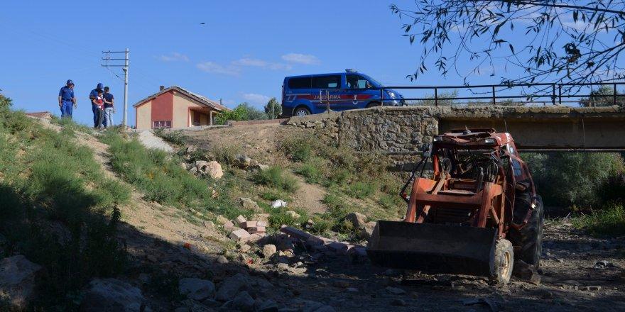 Konya'da Traktör Devrildi: 2 Ölü