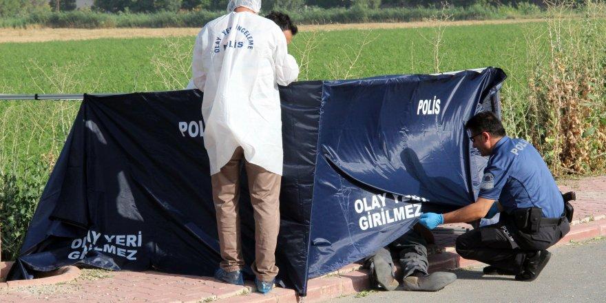 Karatay'da kaldırımda erkek cesedi bulundu