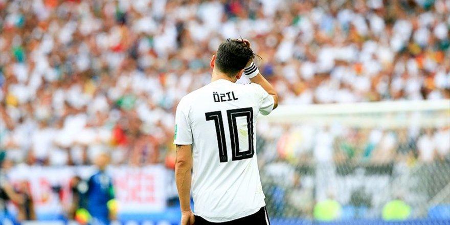 Dünyaca Ünlü Futbolculardan Mesut Özil'e Destek