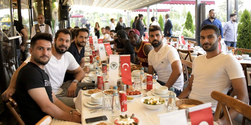 Konyaspor, moral yemeğinde