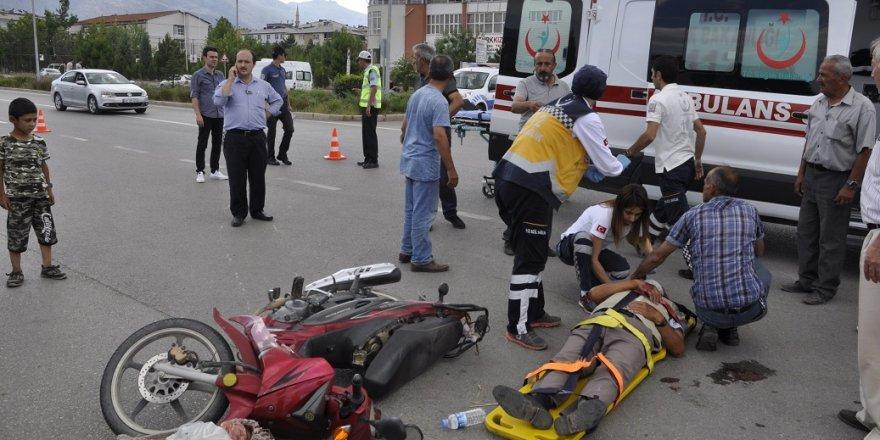 Kazada yaralanan karı-koca acılarını unutup birbirlerinin durumunu sordu