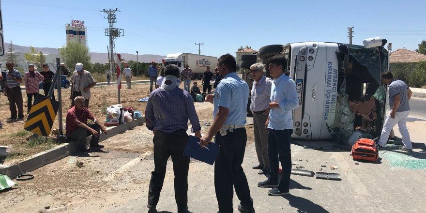 Yolcu midibüsü TIR'la çarpıştı: 9 yaralı