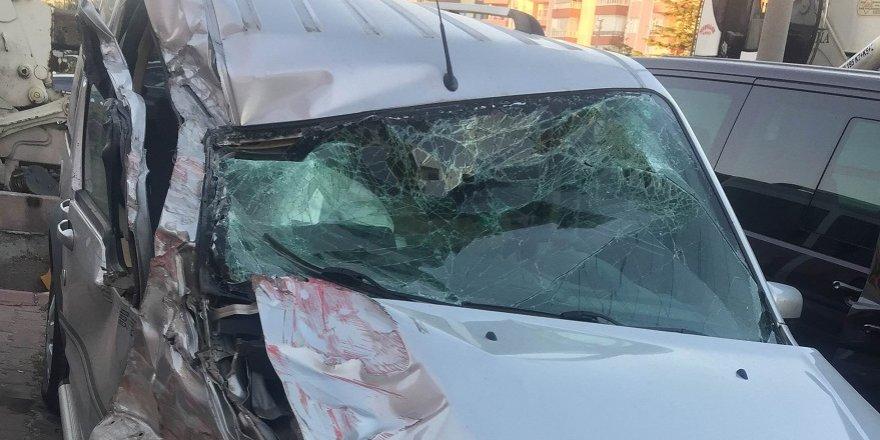 Tanker ile hafif ticari araç çarpıştı: 1 yaralı
