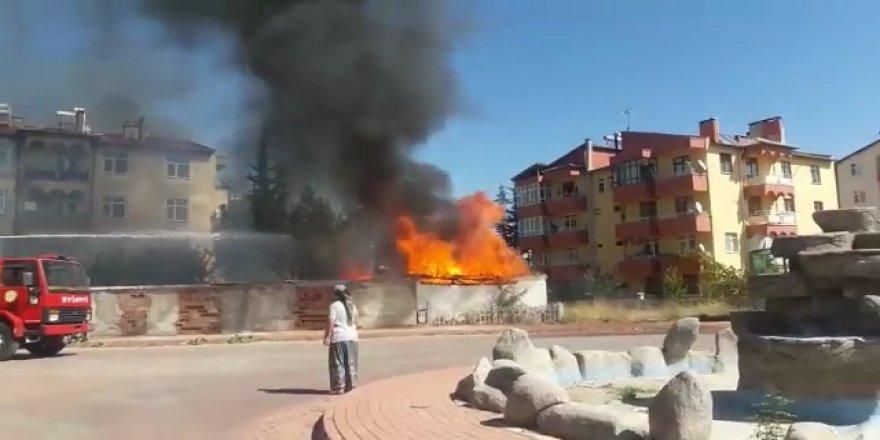Beyşehir'de Depo Yangını
